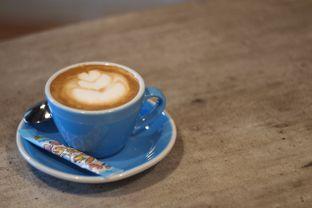 Foto 1 - Makanan(Latte) di Emmetropia Coffee oleh Magdalene Regis