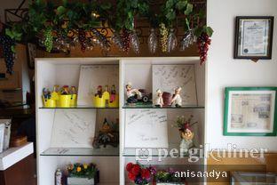 Foto 9 - Interior di Huk Garden Family Resto oleh Anisa Adya
