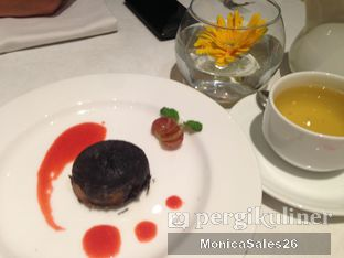 Foto 1 - Makanan(molten chocolate) di Saffron Restaurant - Hotel Four Points by Sheraton oleh Monica Sales