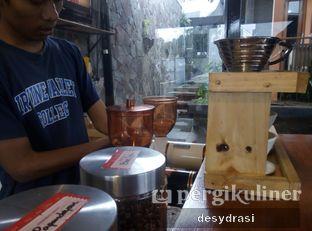 Foto 8 - Interior di Kurva Coffee oleh Desy Mustika