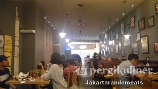 Foto 5 - Interior di The Manhattan Fish Market oleh Jakartarandomeats