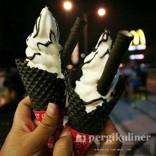 Foto - Makanan(Vanilla Black Waffle Cone) di McDonald's oleh Makan Harus Enak @makanharusenak