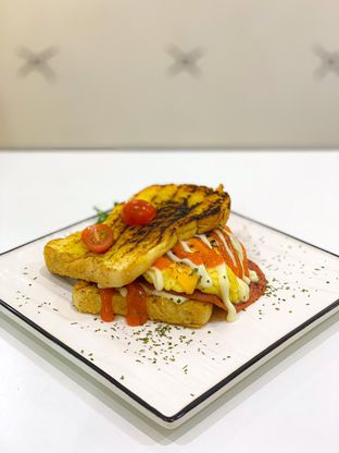 Foto 2 - Makanan(Double Cheese Toast) di D'Comic Cafe oleh Vanny Vann