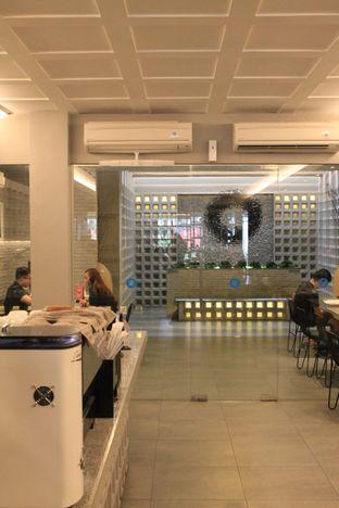 Foto 15 - Interior di YOMS Pisang Madu & Gorengan oleh Prido ZH