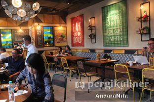 Foto 7 - Interior di The People's Cafe oleh AndaraNila