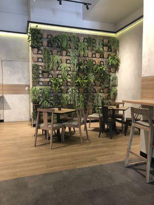 Foto 6 - Interior di Daily Box oleh Nanakoot