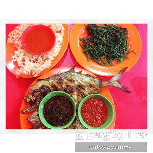 Foto - Makanan(Ilan Kue Bakar, Cumi Goreng Tepung, Cah Kangkung Polos) di Seafood 38 oleh Yummy Eats