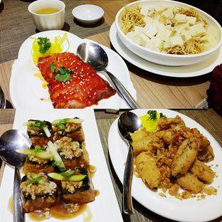 Foto - Makanan(Tahu dengan Ayam Cincang, Terong Goreng Abon Ayam, Ayam Panggang Charsiu, Moon Tahu Telur Asin dengan Mie Hongkong) di The Grand Ni Hao oleh Claudia @claudisfoodjournal
