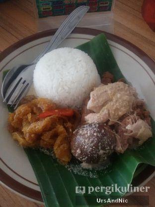 Foto 1 - Makanan(Nasi gudeg) di RM Adem Ayem oleh UrsAndNic