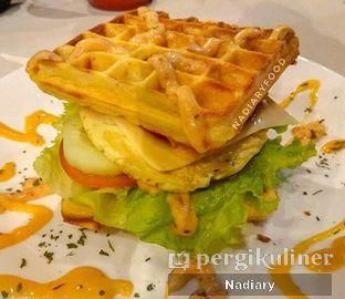Foto 1 - Makanan(Ham Egg Cheese Waffle) di Wisdom Coffee n Waffle oleh Nadiary