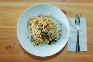 Foto 7 - Makanan(agio chicken) di Scooter Cafe oleh Anandic