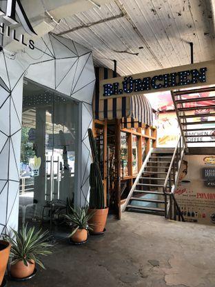 Foto 2 - Interior di Blumchen Coffee oleh @Sibungbung