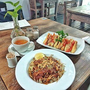 Foto 9 - Makanan di PLUIE Cafe & Resto oleh duocicip