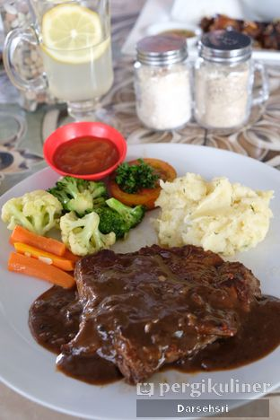 Foto 2 - Makanan di The Grill House oleh Darsehsri Handayani