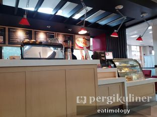Foto 3 - Interior di The Coffee Bean & Tea Leaf oleh EATIMOLOGY Rafika & Alfin