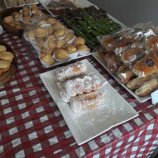 Foto 6 - Makanan di Dandy Bakery oleh Michael Wenadi