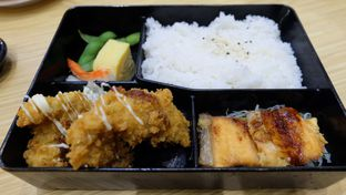 Foto 1 - Makanan(Mixe Bento) di Sushi King oleh Yummyfoodsid