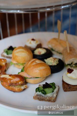 Foto 1 - Makanan di The Writers Bar - Raffles Jakarta Hotel oleh Darsehsri Handayani