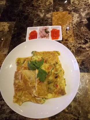 Foto 6 - Makanan(Martabak Telor Aceh) di KRAH Coffee & Cuisine oleh Kuli Jajan