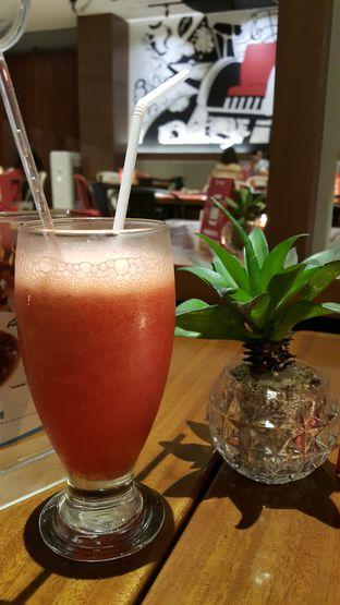 Foto 2 - Makanan(Jus strawberry) di Pinch Of Salt oleh zelda