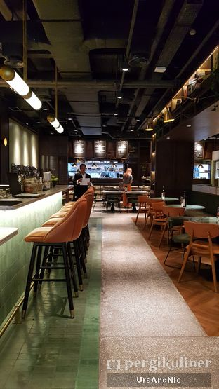 Foto 9 - Interior di FLYNN Dine & Bar oleh UrsAndNic