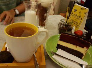 Foto 2 - Makanan(Triple Dekker, Earl Grey Tea, Baker's Ice Coffee) di Baker Street oleh Zena