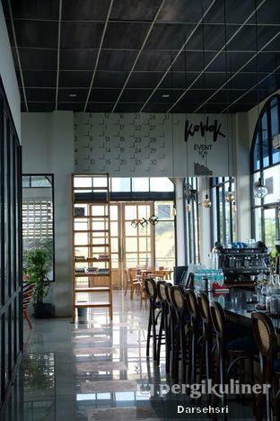 Foto 7 - Interior di Kowok Coffee & Eatery oleh Darsehsri Handayani