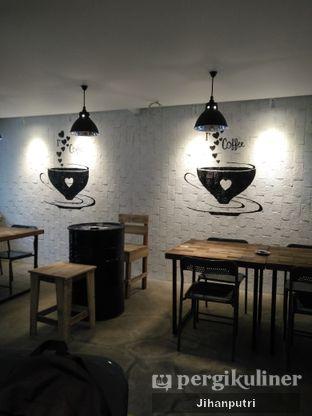 Foto 4 - Interior di Yellow Truck Coffee oleh Jihan Rahayu Putri