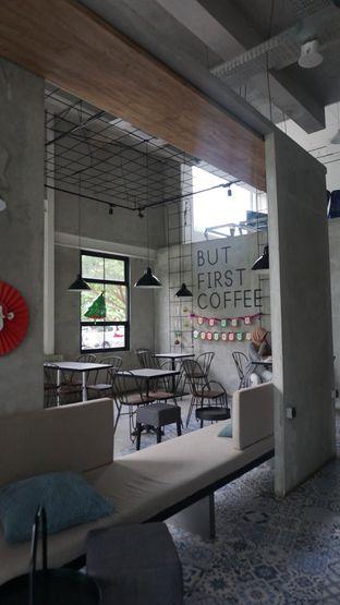 Foto 2 - Interior di JnF Coffee & Eatery oleh Meri @kamuskenyang