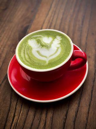 Foto 1 - Makanan(Milky Matcha) di Ceritera Coffee Brunch & Culture oleh Fadhlur Rohman