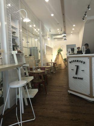 Foto 5 - Interior di District 7 Coffee oleh Nanakoot