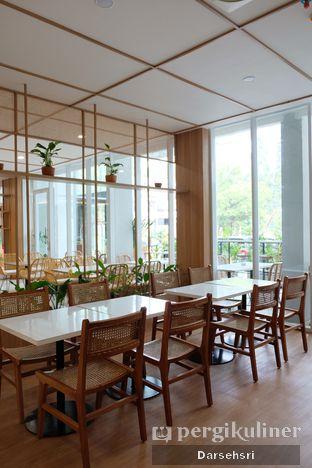 Foto 7 - Interior di Dailydose Coffee & Eatery oleh Darsehsri Handayani