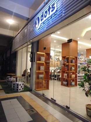 Foto 3 - Interior di Dots Board Game Cafe oleh Kuliner Addict Bandung
