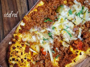 Foto 2 - Makanan(Turkish Pizza) di Des & Dan oleh Stanzazone