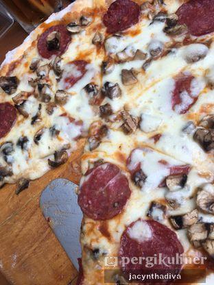 Foto 3 - Makanan(Pepperoni Pizza) di Petrichor Cafe & Bistro oleh Jacyntha Diva