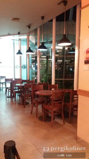Foto 5 - Interior di J.CO Donuts & Coffee oleh Selfi Tan