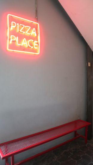 Foto 5 - Interior di Pizza Place oleh thehandsofcuisine