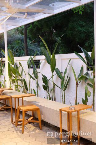 Foto 9 - Interior di Simetri Coffee Roasters oleh Darsehsri Handayani