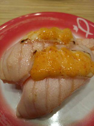 Foto 5 - Makanan di Sushi King oleh @duorakuss