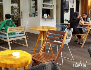 Foto 5 - Eksterior di Sleepyhead Coffee oleh Stanzazone