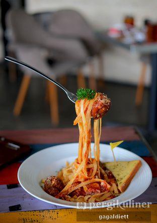 Foto 9 - Makanan di The Grounds oleh GAGALDIETT