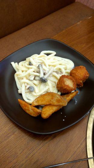 Foto 8 - Makanan(carbonara udon) di Kintan Buffet oleh Renodaneswara @caesarinodswr