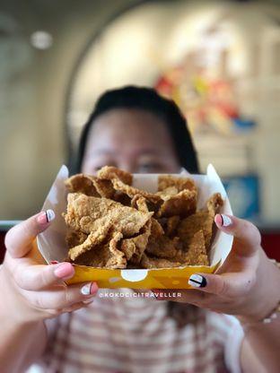 Foto 2 - Makanan(Chicken Skin (16k)) di Flip Burger oleh kokocici traveller