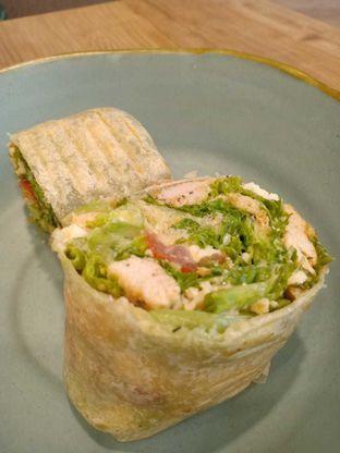 Foto - Makanan(Salad Wrap) di 6Pack Salad Bar oleh galgadetbaby