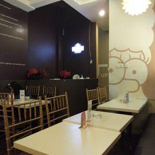 Foto 8 - Interior di WaxPresso Coffee Shop oleh felita [@duocicip]
