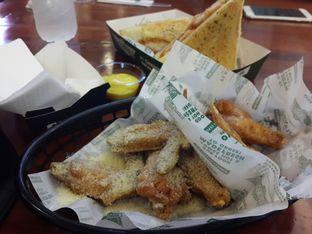 Foto 2 - Makanan(Classic Wings) di Wingstop oleh @stelmaris