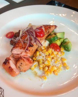 Foto 3 - Makanan(Salmon & Corn (IDR 135k)) di Leon oleh Renodaneswara @caesarinodswr