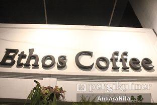 Foto 10 - Interior di Ethos Coffee oleh AndaraNila