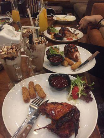Foto Makanan di Skyline