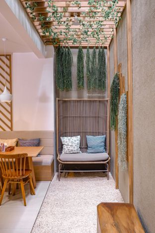 Foto 13 - Interior di ou tu Cafe oleh Indra Mulia
